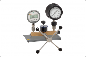 P5514B with pressure gauge and device under test