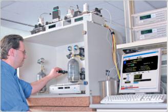 GFS dynamic gravimetric mass flow controlling device