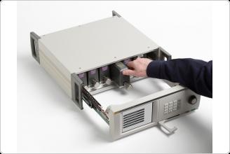 6270A Pressure Controller Calibrator, Pulling out Pressure Control Module